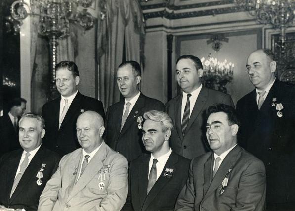 posle_nagrazhdenijami_zvezdami_geroev_v_kremle_1961.jpg